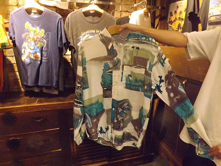 半袖の柄シャツは、ヨーロッパの古着なので、ユーロシャツとも呼ばれています