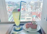 浅草の街を一望できる「アサクサ ミハラシ・カフェ」でクリームソーダとミルクティーケーキを実食